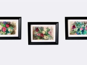 סט של שלושה הדפסים ממוסגרים על נייר כותנה של ורדים אדומים, לבנים וורודים