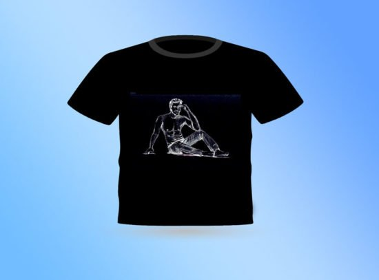 חולצה שחורה בחור