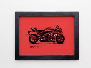 הדפס של אופנוע סוזוקי על נייר אמנות צהוב\אדום\סגול\אפור\בלוק עץ