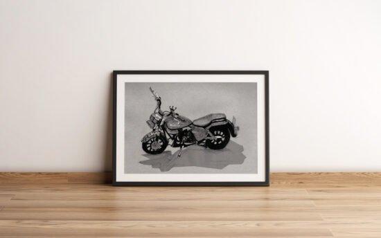 אופנוע באוגוסט ממוסגר