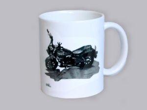 כוס מאוירת של אופנוע שצויר בחודש אוגוסט